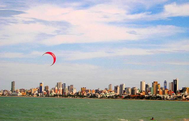 Praias do Bessa e Cabo Branco re�nem adeptos dos esportes n�uticos