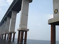 Ponte Rio Negro - época de seca (nível das águas muito baixo)