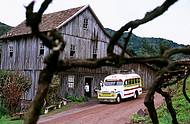 Veículos antigos levam às propriedades rurais