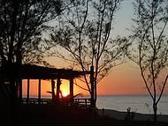 Belo amanhecer na praia de Itaipuaçu