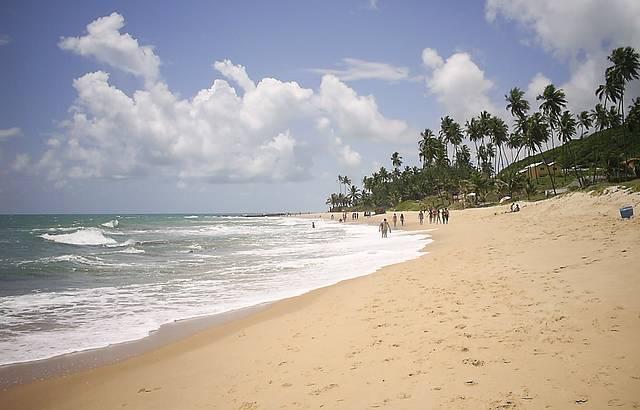 Bela manhã de domingo na praia de Coqueirinho.
