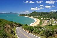 Rodovia conduz � belas praias, como Estaleiro e Estaleirinho