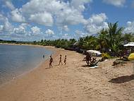 Barracas na Margem do Rio Carapitangui