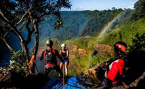 Rapel: Salto Utiariti, 98 metros e moldura do arco-íris<br>
