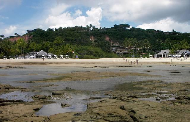 Praia do Mucugê com maré baixa