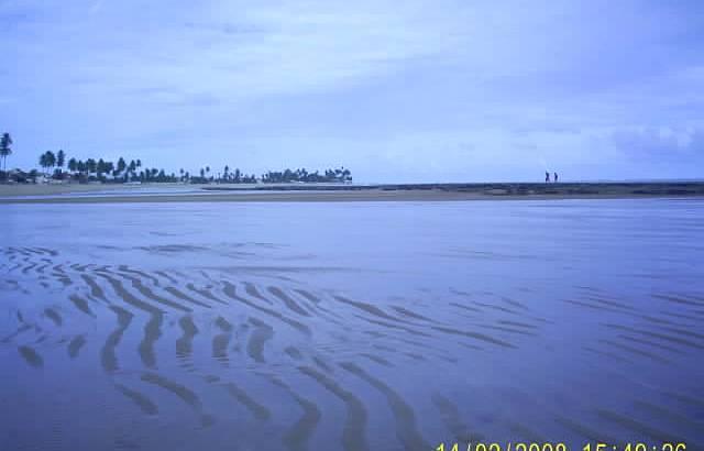 Praia de Tabuba, encontro do pequeno rio com o mar