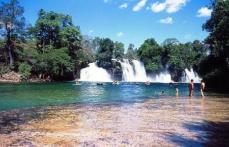 Cachoeira do Redondo - Queda forma refrescante piscina natural