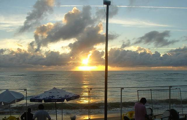 Bar na Praia. Um lindo pôr-do-sol