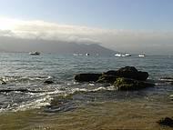 Final da praia Perequ�, sentido balsa.