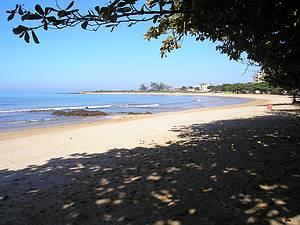 Praia dos Castelhanos: Tarde tranquila embaixo das amendoeiras -