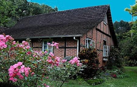 Vila Itoupava - Casinhas típicas e coloridos jardins caracterizam área rural