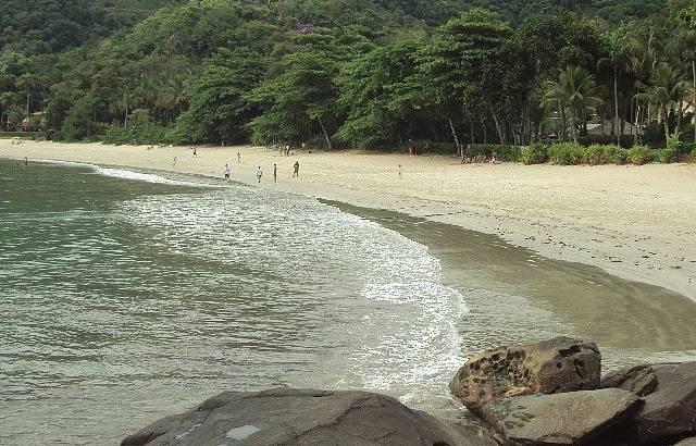 Praia Curta ...