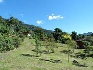 Vista do terreno da pousada onde ficam distribuidos os 5 chal�s.