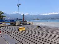 ilha bela ao fundo,a maior ilha marítima do Brasil