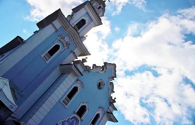 No centro da cidade, a Igreja do Largo é um marco histórico.