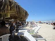 Praia e quiosques