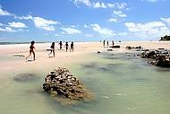 Boa parte das praias tem águas rasas e mansas, para alegria dos pequenos