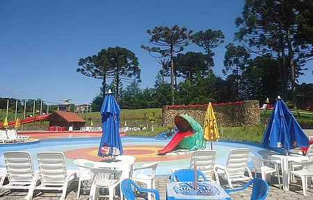Parque Aquático Termas de Treze Tilias - Vista de uma das piscinas do Parque