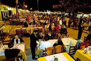 Restaurantes da Passarela oferecem pratos de cozinhas diversas