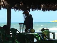 Vendedor de balangandãs na Praia do Futuro
