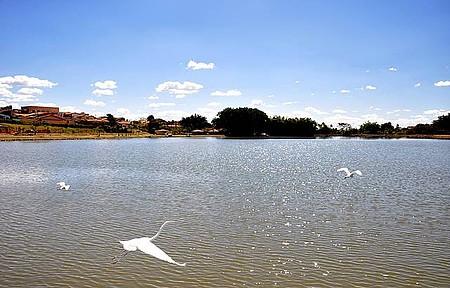 Lago JK - Cartão-postal é frequentado por esportistas
