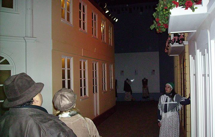 Passeio pelo cenário da vila italiana em Bento