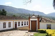 Casario e serra de S�o Jos� emolduram a paisagem