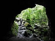 Entrada ampla na gruta dos Fugitivos