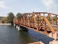 Ponte sob o Rio Tiet�