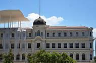 Moderno e clássico na mesma fachada