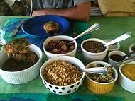Fil� de peixe, lentilha, arroz integral e chutneys diversos!