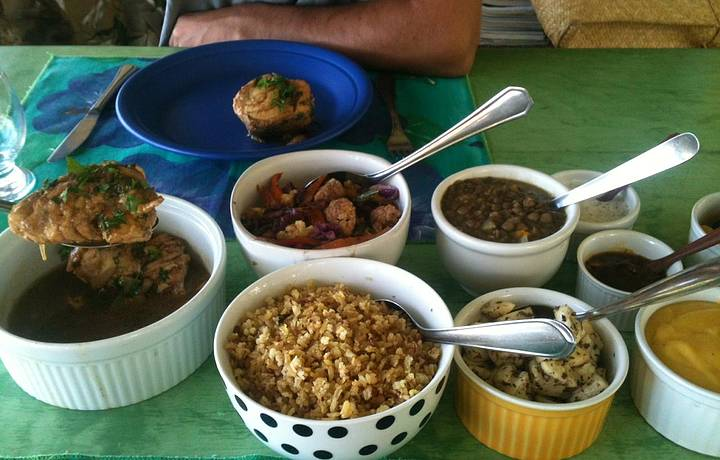 Filé de peixe, lentilha, arroz integral e chutneys diversos!