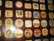 No Bürgermeister, bolachas de cerveja por todas as paredes!