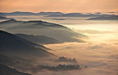 Pico do Olho d'Água - Paisagem fica encoberta ao amanhecer