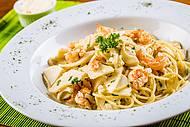 Entre os destaque, espaguete com camarão e pupunha fresca