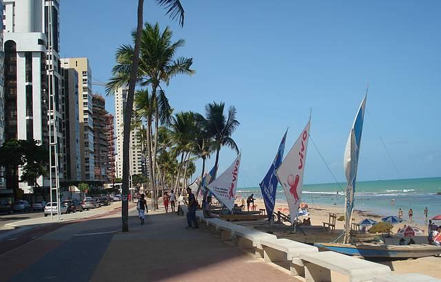 Praia de Boa Viagem possui uma grande extensão, com um ótimo calçadão.