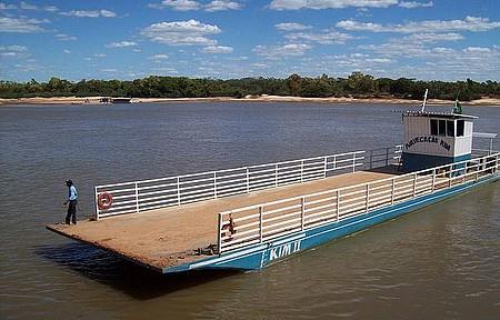 Rio Araguaia - Barcaça para Travessia