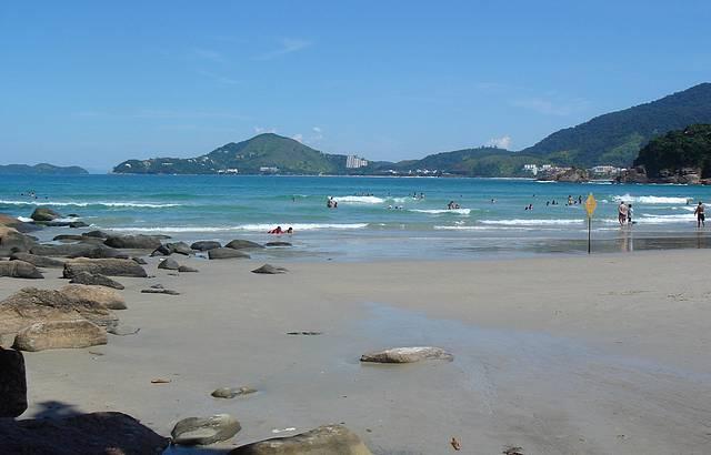 Otima praia pr�xima ao centro e com boa infraestrutura.