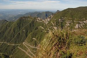 Bem na foto!: Mirante descortina estrada sinuosa e belas paisagens -