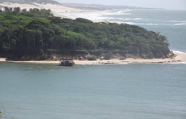 Amanhacer, às 05h12,Praia de Pipa ao longe