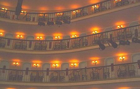Linda reforma neste belo teatro!