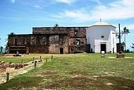 Ruínas do Castelo com capela em anexo