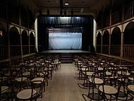 vista interna do Teatro São João, cidade da Lapa, PR: dos tempos do Império !