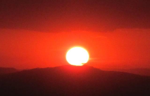 Pôr do sol visto da pirâmide de pedra
