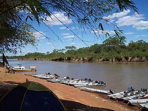 Rio Araguaia: Local é ponto de encontro de embarcações<br>