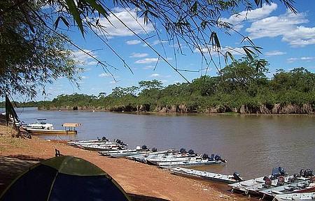 Rio Araguaia - Local é ponto de encontro de embarcações