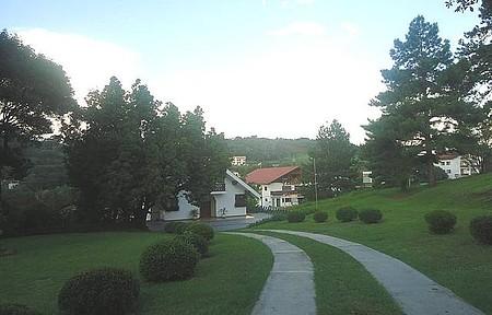 Vista da cidade - Belos jardins e casas ornamentam a cidade