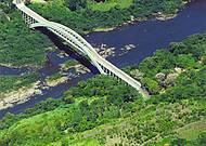 Ponte Ernesto Dornelles enfeita a paisagem
