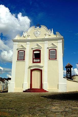 Igreja abriga Museu de Arte Sacra