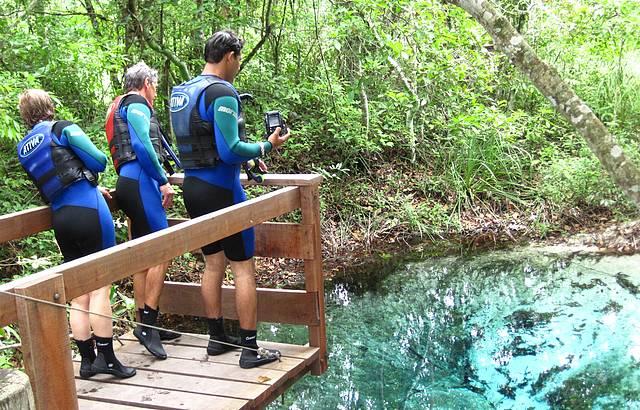 Nascente de �gua azul do Rio Sucuri